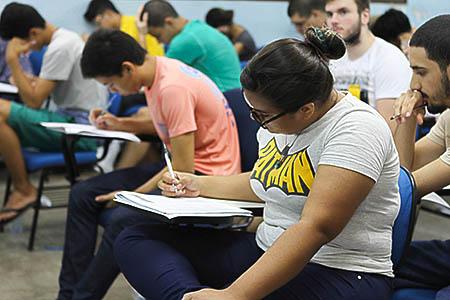 Resultado de imagem para Programa abre inscrições para bolsas de estudo no Canadá no valor de 7.200 dólares